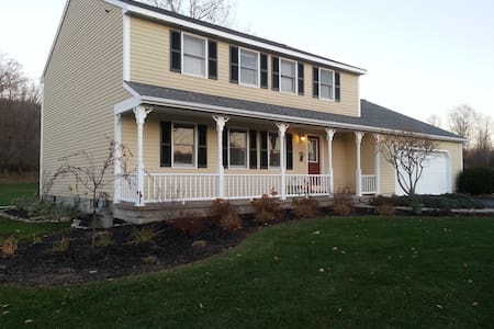 Beautiful Caz Home, Come & Enjoy! - Cazenovia - Casa