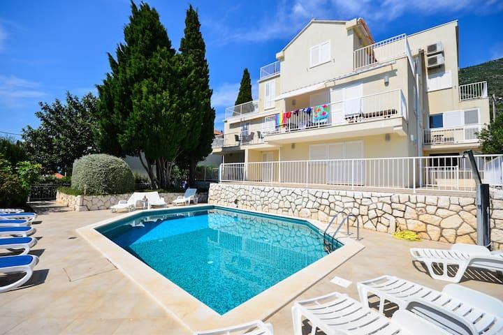 Romantic Family Pool Apartment in Cavtat