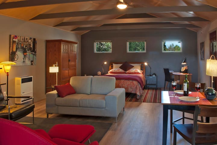 Spacious, with a cozy living area, a bedroom space and a place to enjoy a glass of wine, tea, coffee and a light meal. There is a ceiling fan for the occasional warm night.