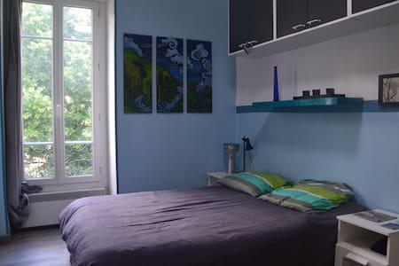 Chambre lit double - Nice