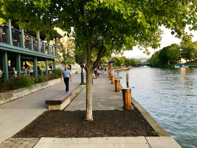 Nature Lover's Charmer / Erie Canal Access 2
