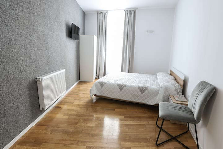King standard room 2, double bed