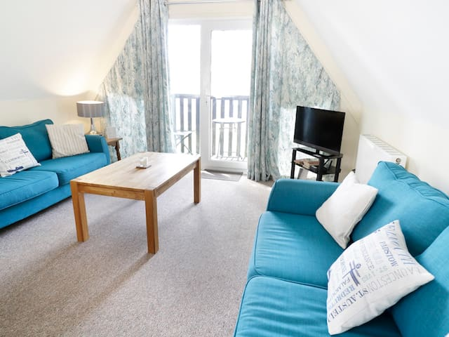 VALLEY LODGE 2, pet friendly, with pool in Callington, Ref 969373