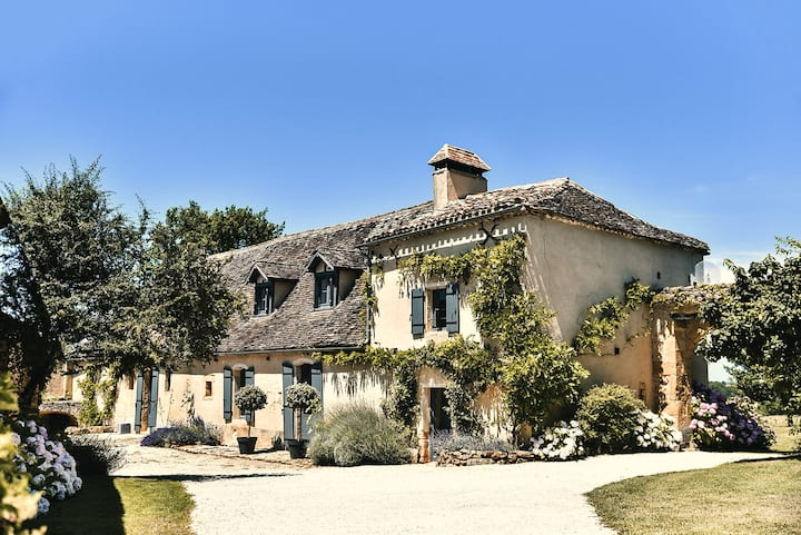 Le Mas, 5-star luxury farmhouse with private pool
