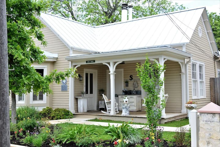 Comfort Storyville Cottage-Downtown High Street
