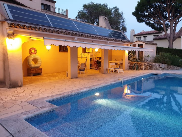 Studio indépendant avec piscine à Super Cannes