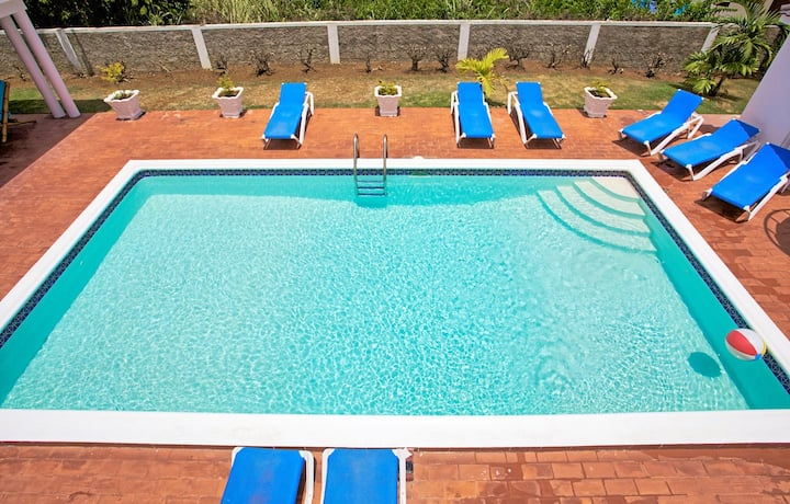 🏖FREE COOK, Pool, 7 Mins Walk to Beach☀️(WdV135)