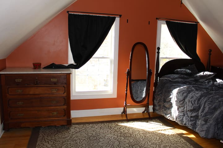 TASTEFULLY REMODELED APT - Torrington - Byt
