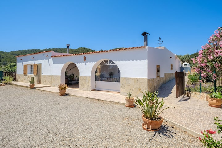Secluded Holiday Home with Pool, Garden, Terrace & Wi-Fi; Parking Available