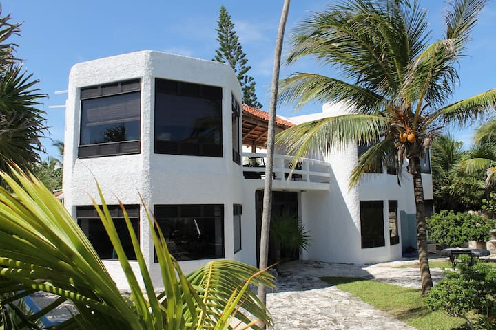 Casa Tlalocan- Beachfront Villa  in Half moon Bay - Akumal - Villa