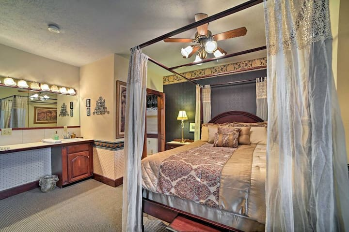 Peaceful Conneaut Room - Den Suite