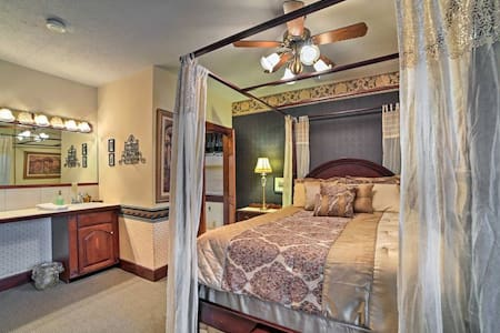 Peaceful Conneaut Inn Room - Den Suite