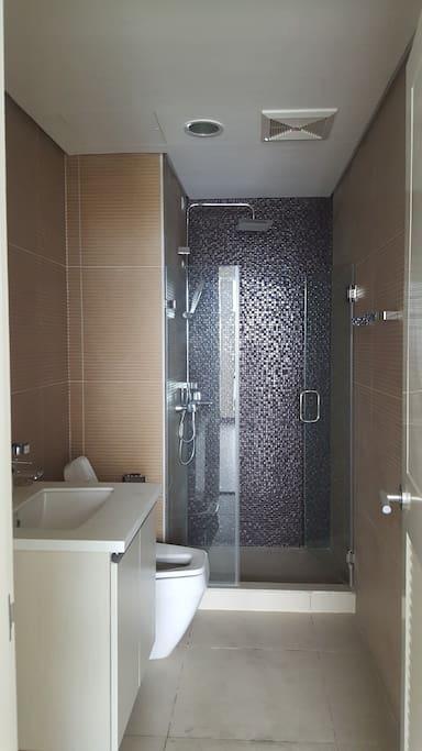 Toilet & bath