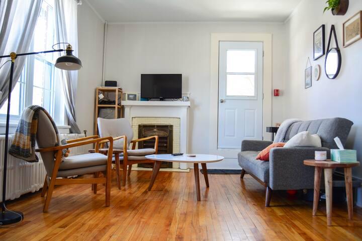 Modern Apartment in Vibrant, Central Ottawa