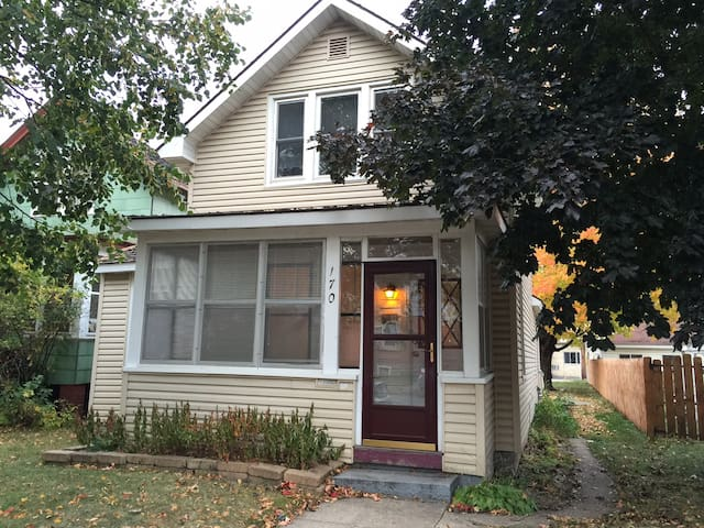Rooms for rent in cozy house near downtown - Winona - Casa
