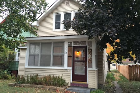 Rooms for rent in cozy house near downtown - Winona - Huis