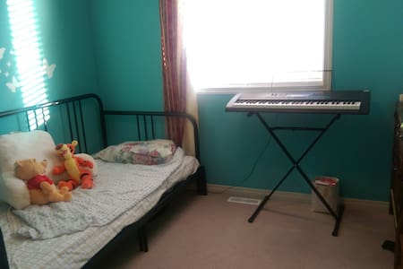Quiet neighborhood with private bed and bath! - Spruce Grove - Huis