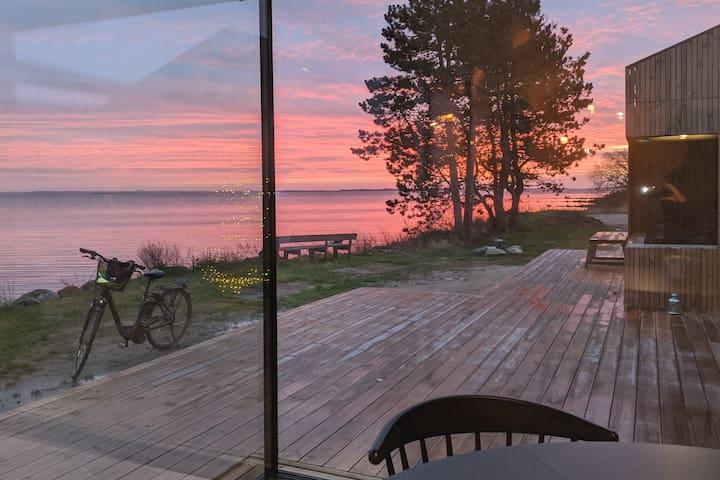 Unikt strandsommerhus med panoramaudsigt