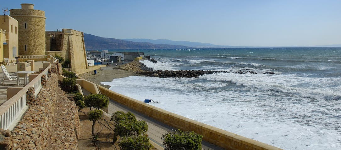 Apartamento junto a la playa y puerto de Roquetas