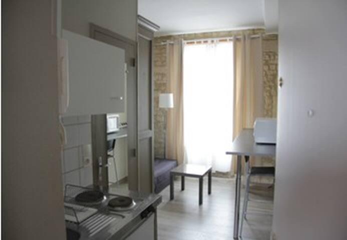 studio meubl equip wohnungen zur miete in caen normandie frankreich. Black Bedroom Furniture Sets. Home Design Ideas