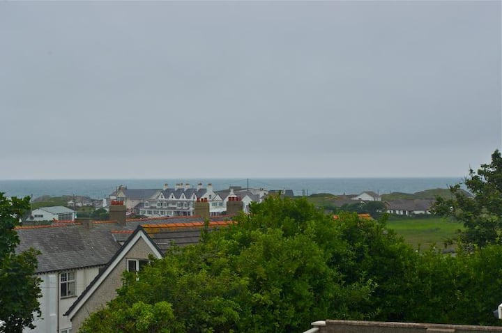 Trearddur Bay apartment with views of the bay