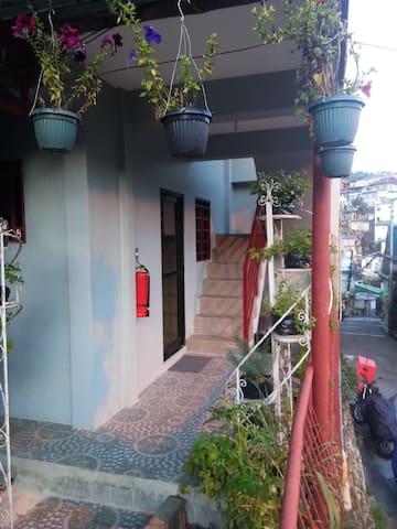 Elrikh's and Hayden's Baguio Transient  Rooms