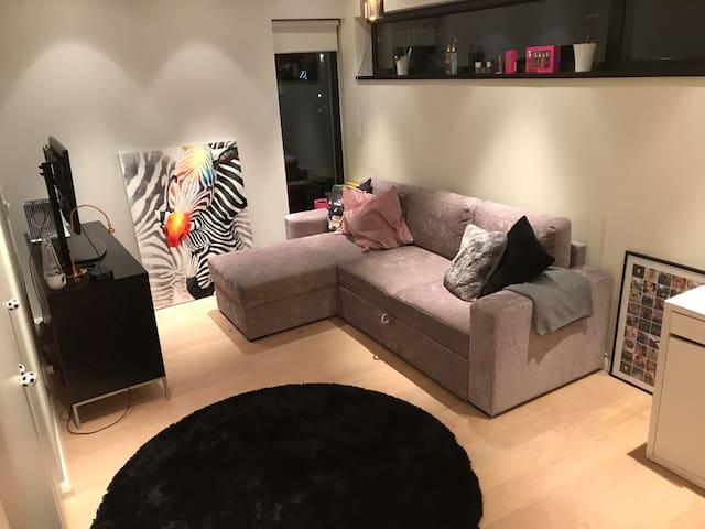 Bedroom 3 upstairs - futon