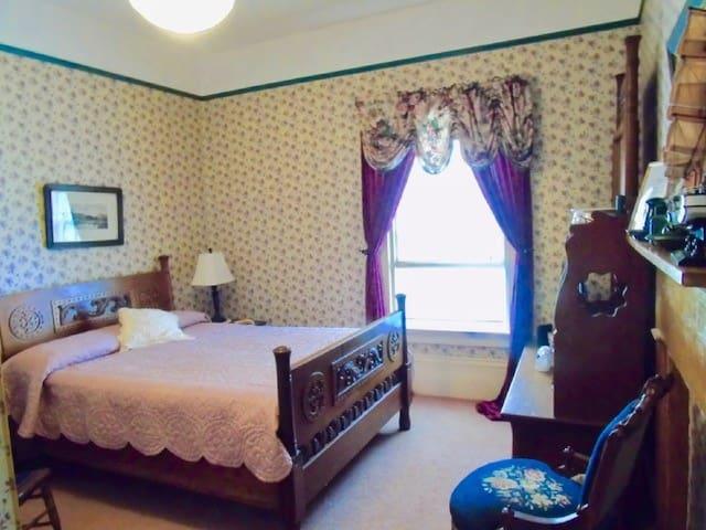 Double room-Private Bathroom-Harley Walker Suite