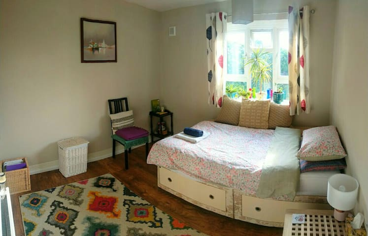 Cosy room near High Street