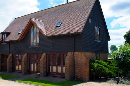 Lake Farm Barn - Ferndown - House