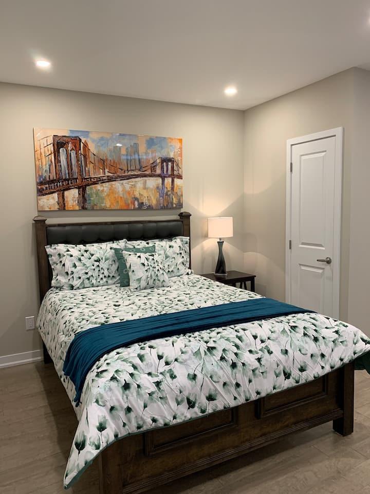 Cozy One-Bedroom Apartment in Central Hamilton