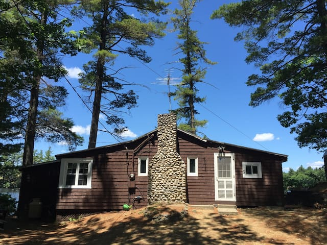 Tranquil summer lake living - Groton - Talo