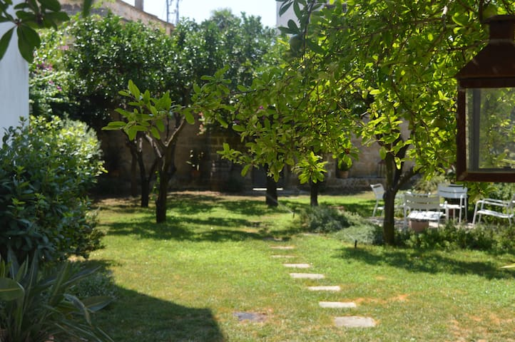 Townhouse in historic centre with private garden - Galatina - Townhouse