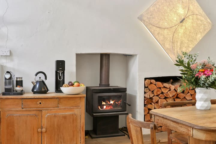Clyde Cottage -Sit back and enjoy the ambience !