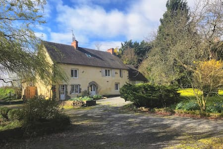 Large 17th Century Country House perfect location