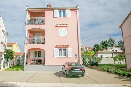 Nice decorated one bedroom apartment with balcony, private parking
