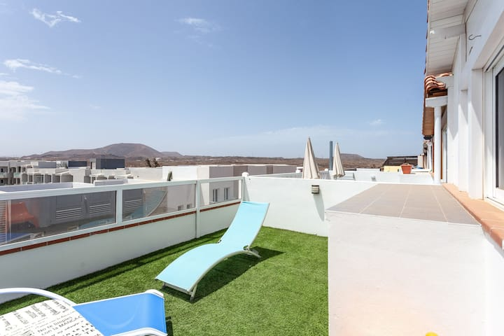 """Cosy Holiday Apartment """"Casapueblo"""" Close to Beach with Mountain View, Wi-Fi, Balcony & Terrace; Parking Available"""