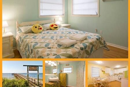 Cute Clean Orange Room Near Beaches - Palm Harbor
