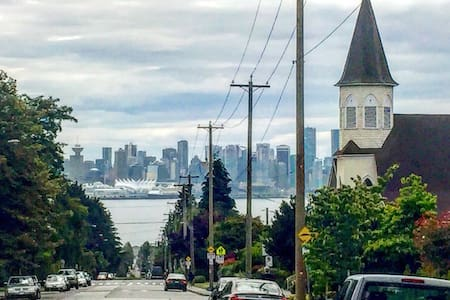 The Ultimate Lower Lonsdale stay - North Vancouver - House