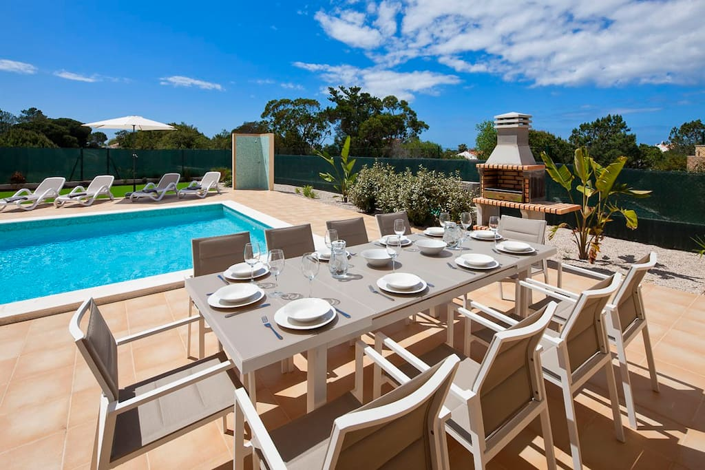 Outside dining with barbecue and pool