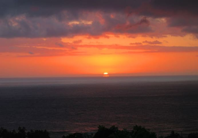 Kona sunsets and tropical breezes and lovely view!