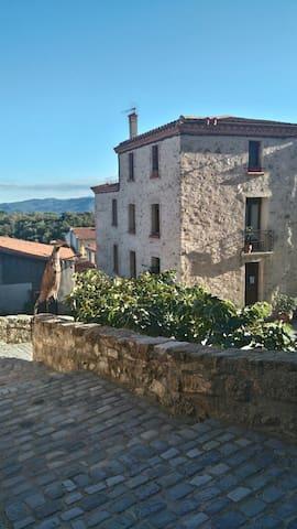 chambre de charme, avec terrasse sud mer montagne - Montalba-le-Château - Hus