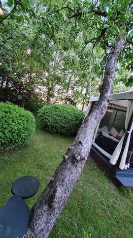 Tiny house in cosy garden :)