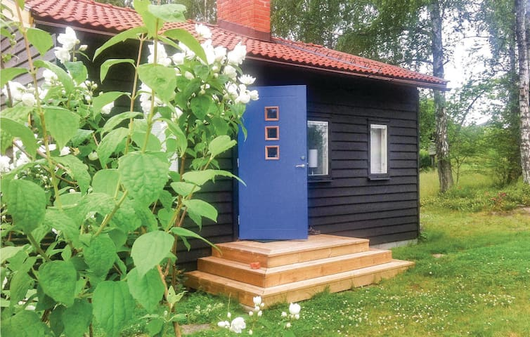 Holiday cottage with 2 bedrooms on 40 m² in Vikbolandet