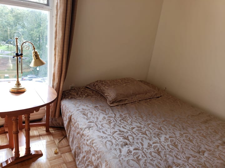 PRIVATE AND SPACIOUS ROOM WITH WINDOW FOR FEMALE
