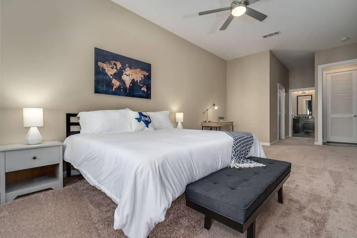 Kasa | Houston | Designer 2BD/2BA River Oaks Apartment
