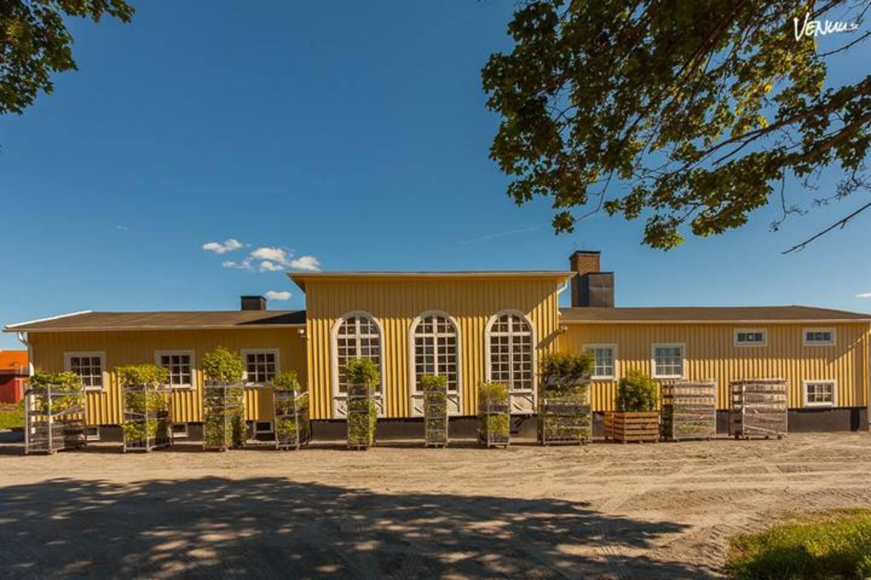 Orangeri omgjort till allrum, kök och sovrum