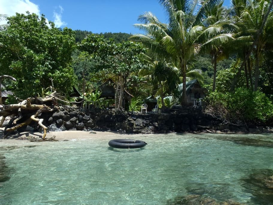 The private small lagoon/ Petit lagon privé