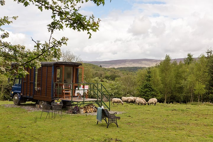 Romantic glamping  hideaway in stunning scenery