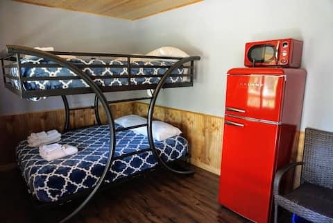 R4 Brand New Saganaga Lodge - 4 Bed Family Room!